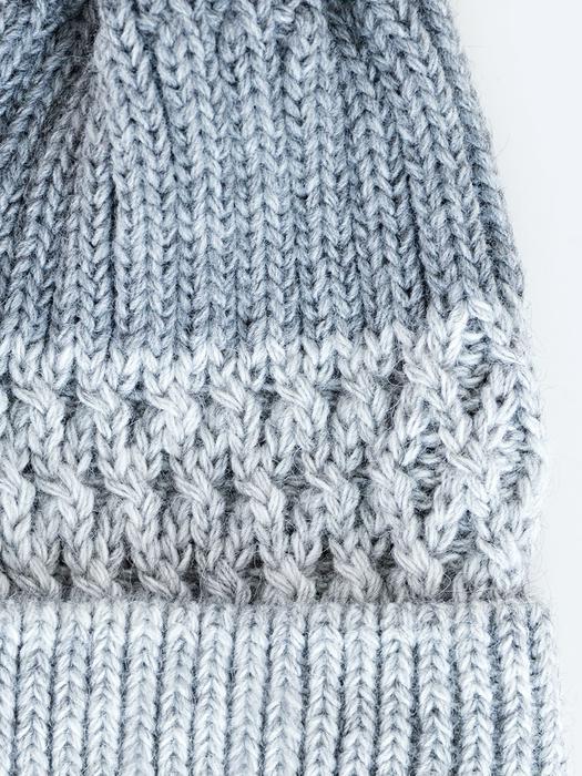 Серая шапка с помпоном DONATELLA 902